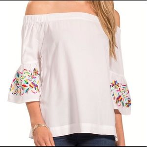 NWOT Escapada Living bell sleeve embroidered top